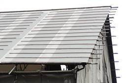 屋根材が浮いて見えるのイメージ